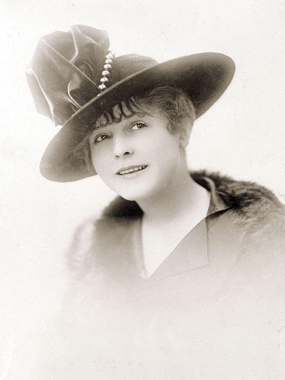 Hat. 19131915 19101919 Hats & Hair Styles Chapeau et