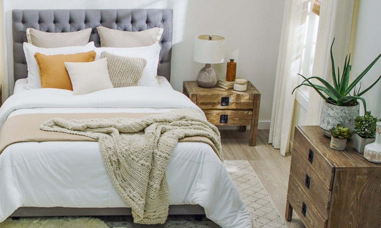 Small Bedroom Ideas With Queen Bed And Karpet