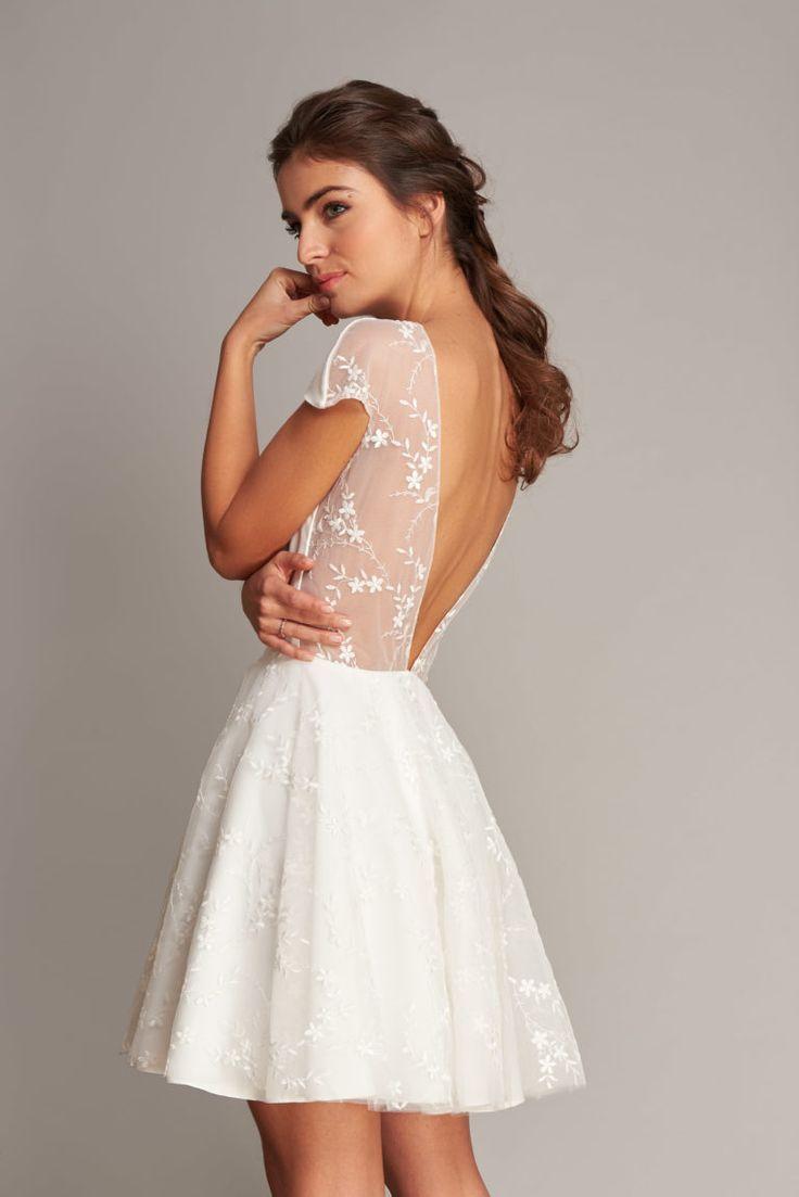 Brautkleid aus Spitze #zivilhochzeitskleider  Zivil hochzeits