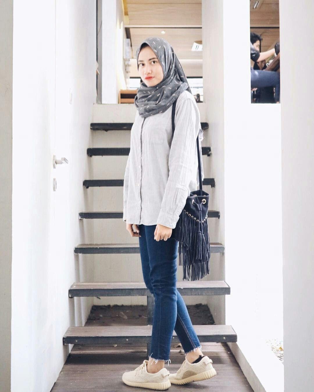 Pin oleh dhiya Cholid di Hijab  Casual hijab outfit, Model