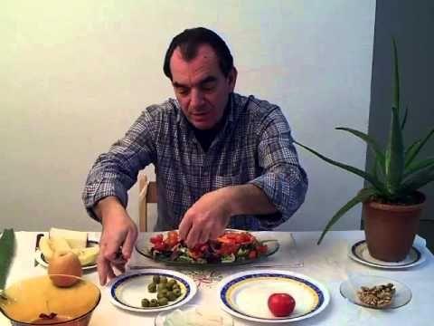 Francisco Julián nos enseña a preparar una ensalada básica con el ingrediente extra del aloe vera. De esta forma nos ayudara a comer aloe vera, de una forma ...
