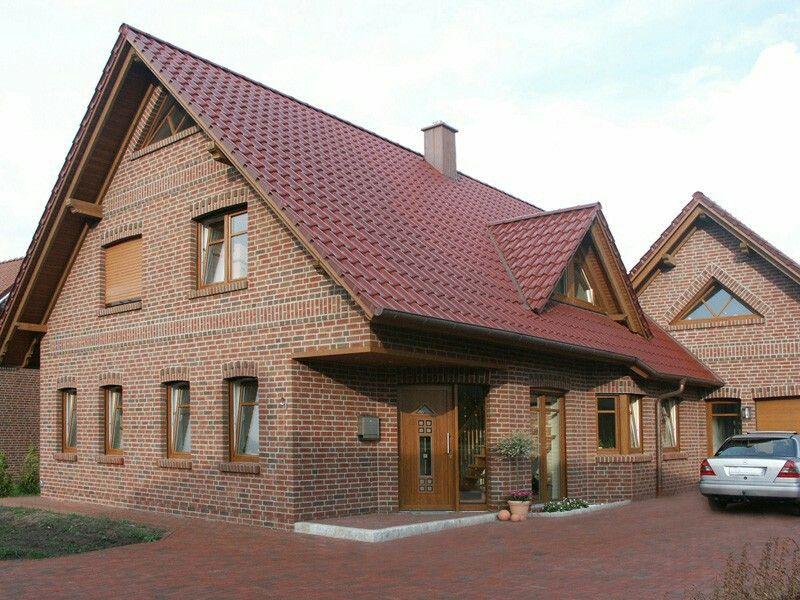 r tlicher klinker rotes dach und braune fenster fenster pinterest rotes dach h user. Black Bedroom Furniture Sets. Home Design Ideas
