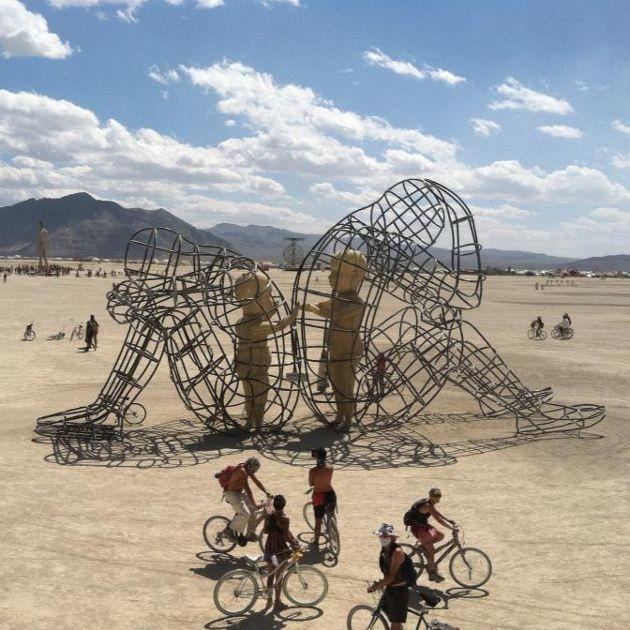 Site RG Moda Estilo Festa Beleza E Mais Art Inspiration - Thought provoking burning man sculpture shows inner children trapped inside adult bodies