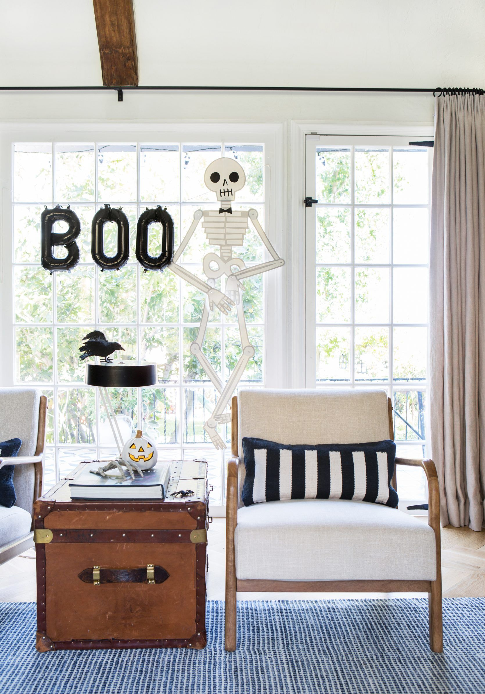 10 Last Minute and Affordable Halloween Decor Ideas
