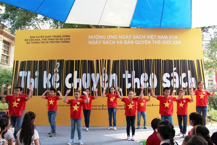 Mặc áo cờ đỏ sao vàng nhảy hiện đại - Hình 4