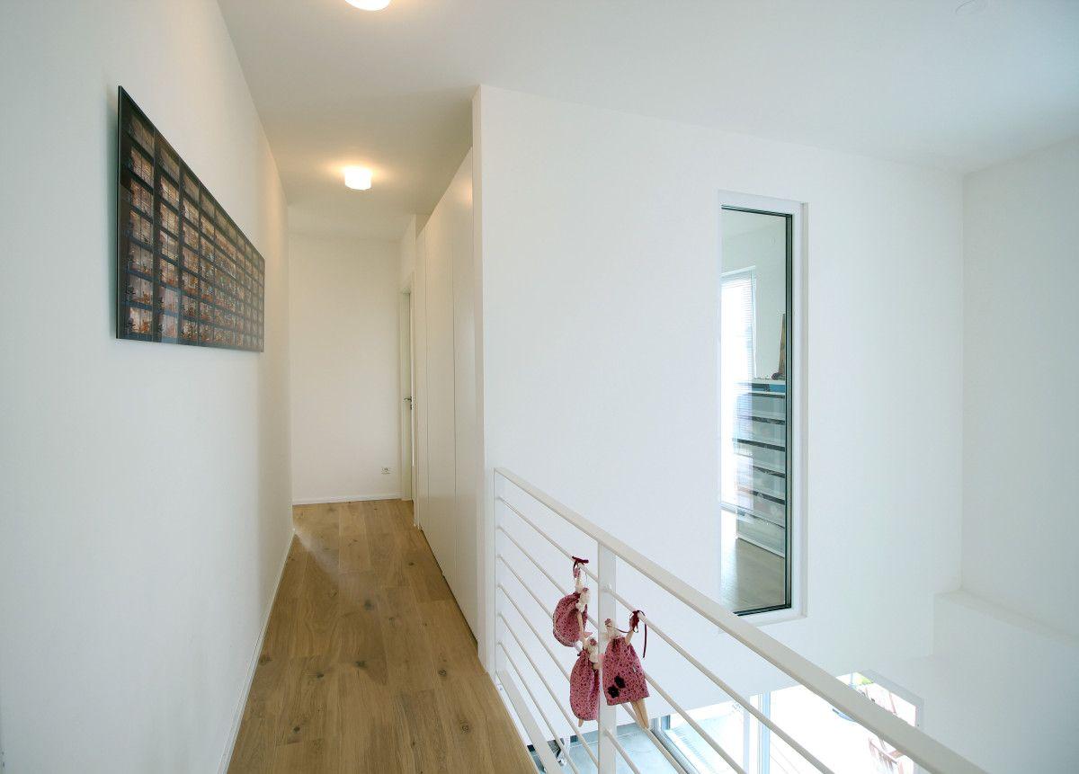 Galerie Luftraum Flur Metallgelander Neubau Architektur Haus