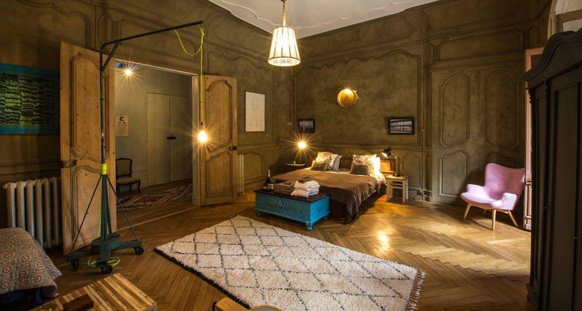 Situe Dans Le 5e Arrondissement De Lyon Le Chateau De Menival Vous Accueille Deco Chambre D Hotes Chambre D Hote Gite Auvergne