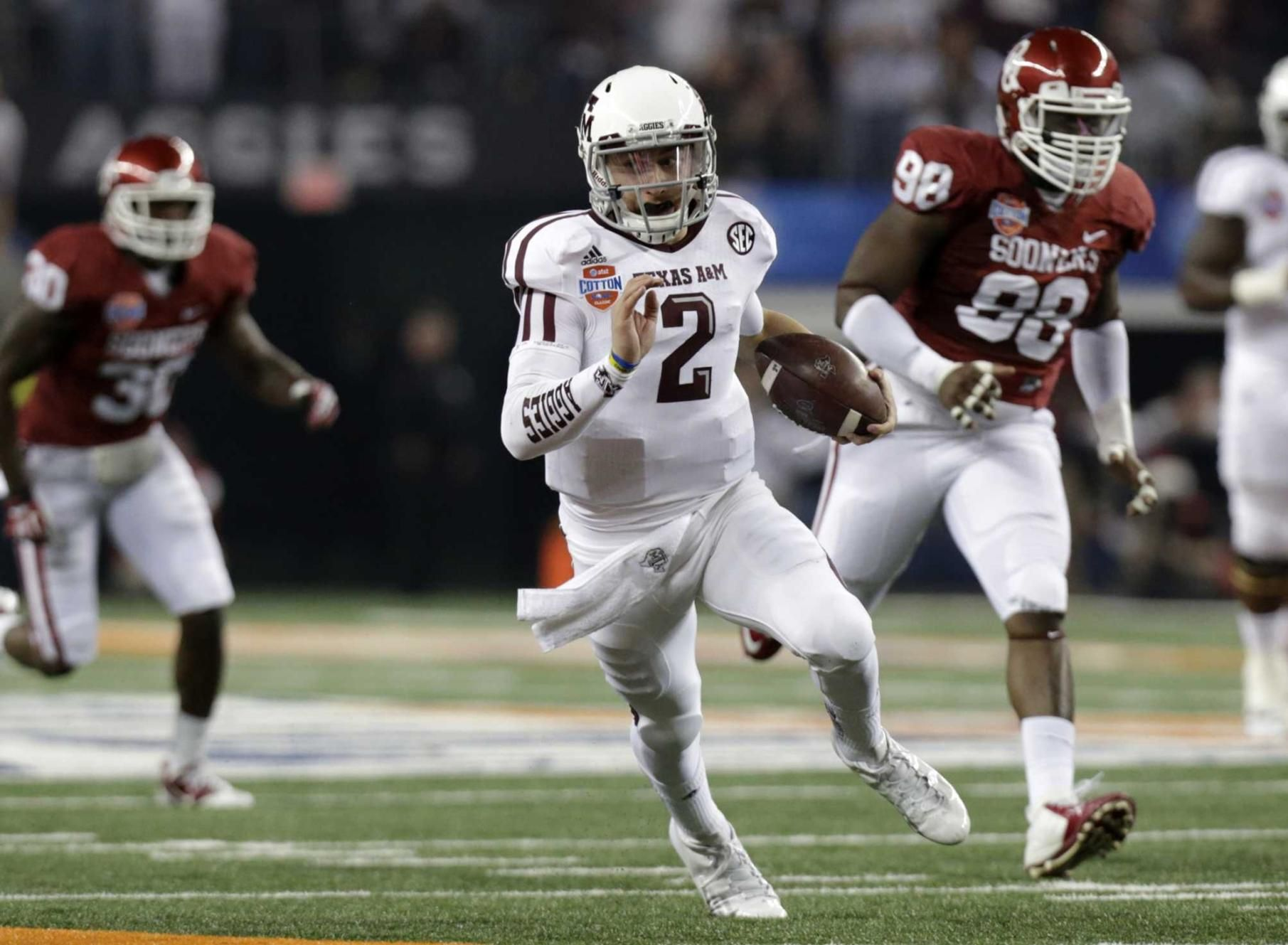 Johnny Football running the ball in the end zone!! AGGIES