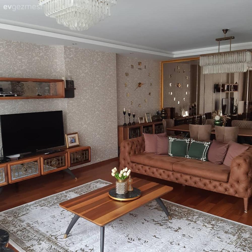 Yepyeni Duvarıyla Başkalaşan Bir İstanbul Salonu