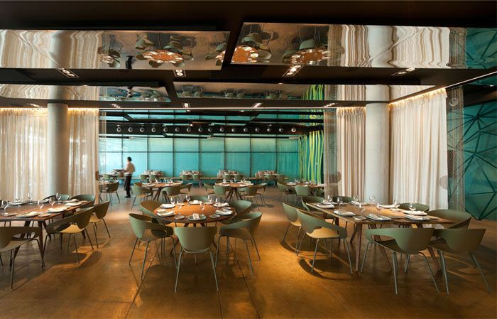 Gold And Turquoise Restaurant Decor In Barcelona Restaurant Decor Restaurant Pictures Bar Design Restaurant