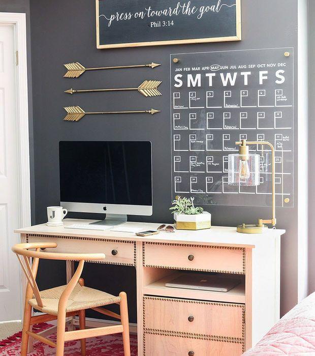 Voici 12 Espaces De Bureau Pour Travailler De Chez Soi First Apartment Decorating Home Office Design Home Office Space