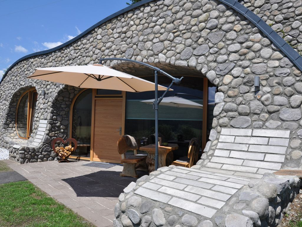 Live like a hobbit with 100 lake view Lind im Drautal
