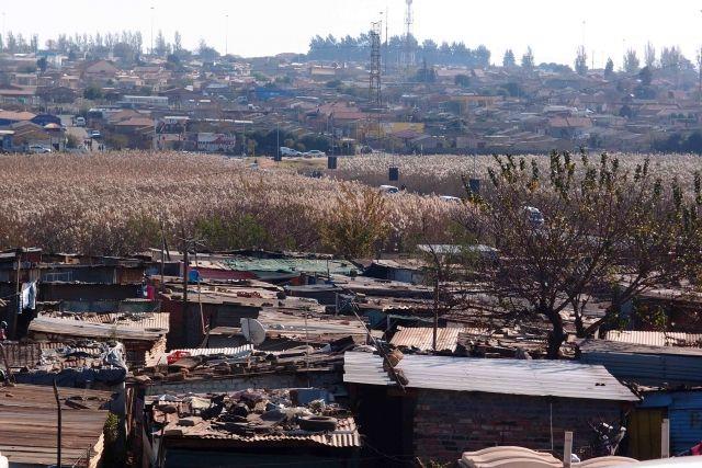 imanche dernier, toute l'Afrique du Sud commémorait le Youth Day (la fête de la jeunesse).  Cette date est une référence aux émeutes de Soweto de 1976, un soulèvement parti de ce Township au Sud Ouest de johannesburg et qui embrasa l'ensemble du pays.