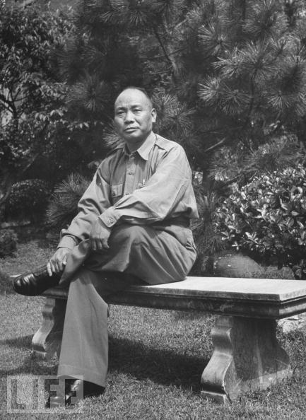 Tang Enbo, the military commander in charge of Shanghai's defense.  汤恩伯,1949年1月任国军京沪杭警备总司令.