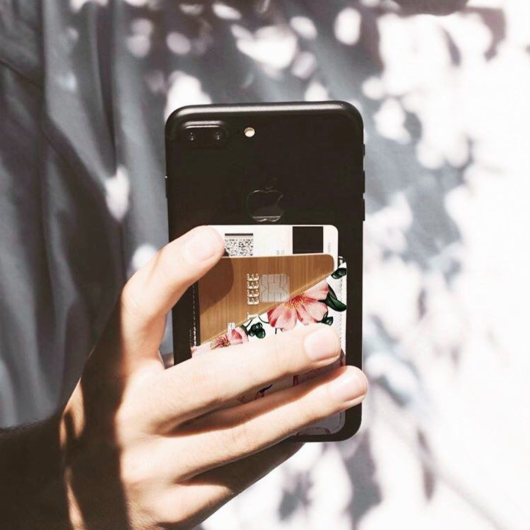 235 likes 6 comments casetify japan casetify jp on instagram スマートな収納を発揮するポケット フローラルプリントでさらにフェミニンに 商品名 iphone phone cases protective iphone 7 cases