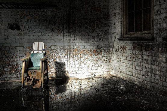 El hospital Hellingly es una clínica psiquiátrica que data de 1903. Después de haber cerrado, en 1994, quedó abandonado y a veces habitado por vagabundos. Situado después de una carretera secundaria, lo que queda de este asilo se encuentra en un estado deplorable.  Top 10: los lugares más tenebrosos del mundo - Cultura Colectiva - Cultura Colectiva