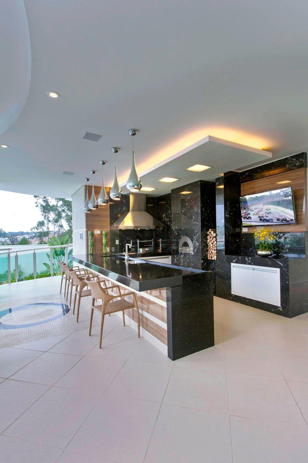 Área de churrasco moderna com forno decorada de granito preto e