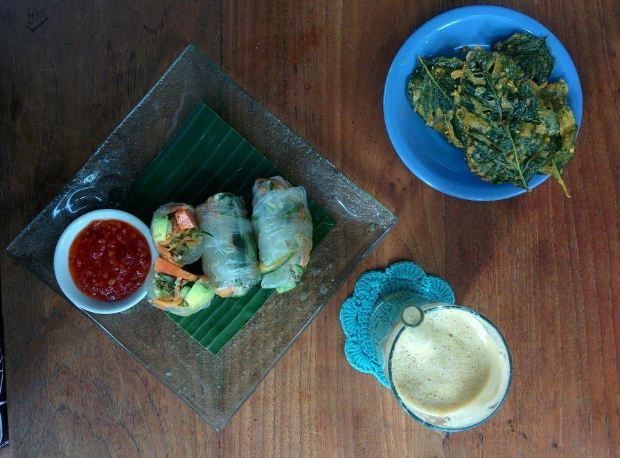 Comiendo en Warung Semesta en Ubud