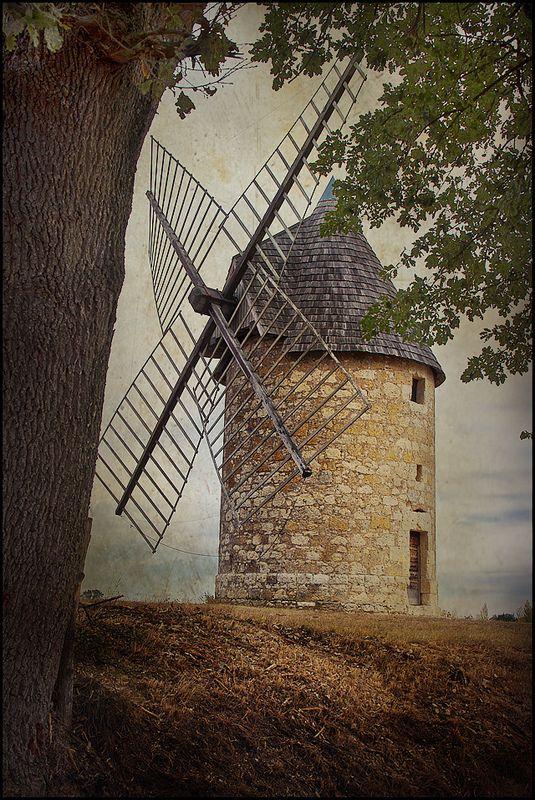 Windmill of Bellevue near the village of Auvillar