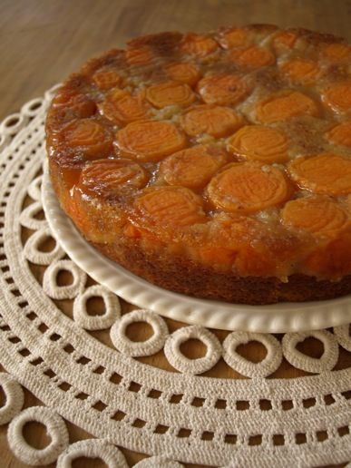 Apricot, almond and spice cake