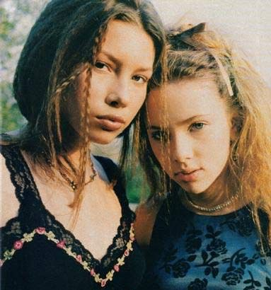 Young Jessica Biel and Scarlett Johansson.