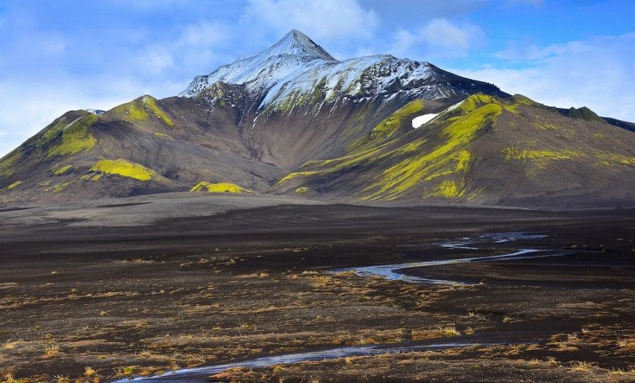 """wetravelandblog: """"Islande paysage riviere montagne by Naturesdumonde - Lets take a trip up to the sky http://ift.tt/15gf9xn """""""