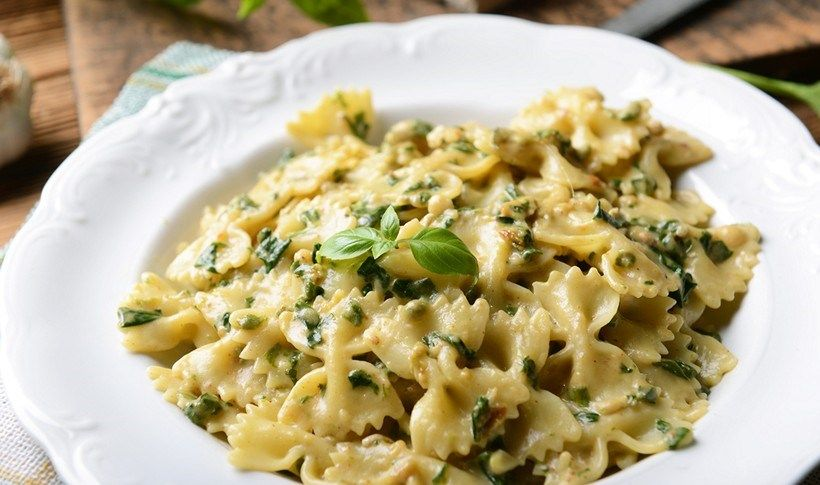 Σπανάκι, τυρί γκοργκοντζόλα και καρύδια, τρία ιδιαίτερα υλικά δένουν υπέροχα σε ένα πρωτότυπο και γευστικότατο πιάτο ζυμαρικών. Σε αυτή τη συνταγή ταιριάζουν επίσης πένες.