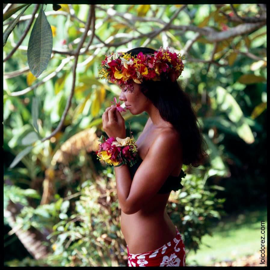 Hawaiian hula topless girl dance wood print by long shot