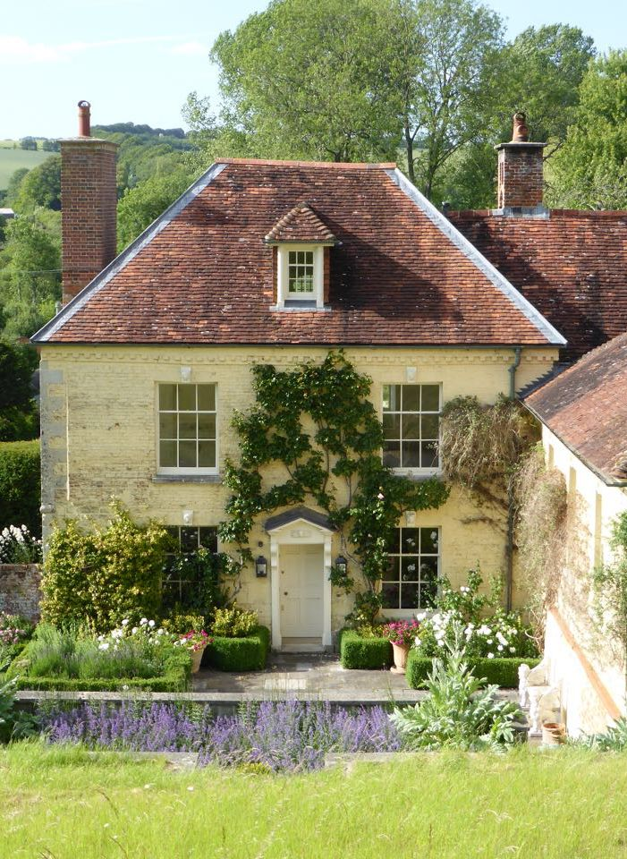 1800s Country Homes: Country Home. REDDISH HOUSE, Wiltshire, England. Cecil