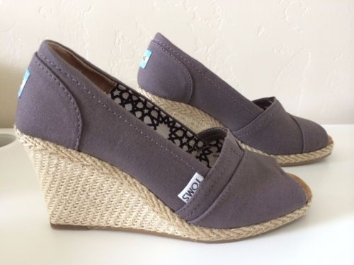 45bb70cffe59 TOMS-WOMENS-WEDGE-GRAY-ASH-CANVAS-SIZE-6-NEW-WITH-BOX-SANDAL-PEEP-TOE- CALYPSO