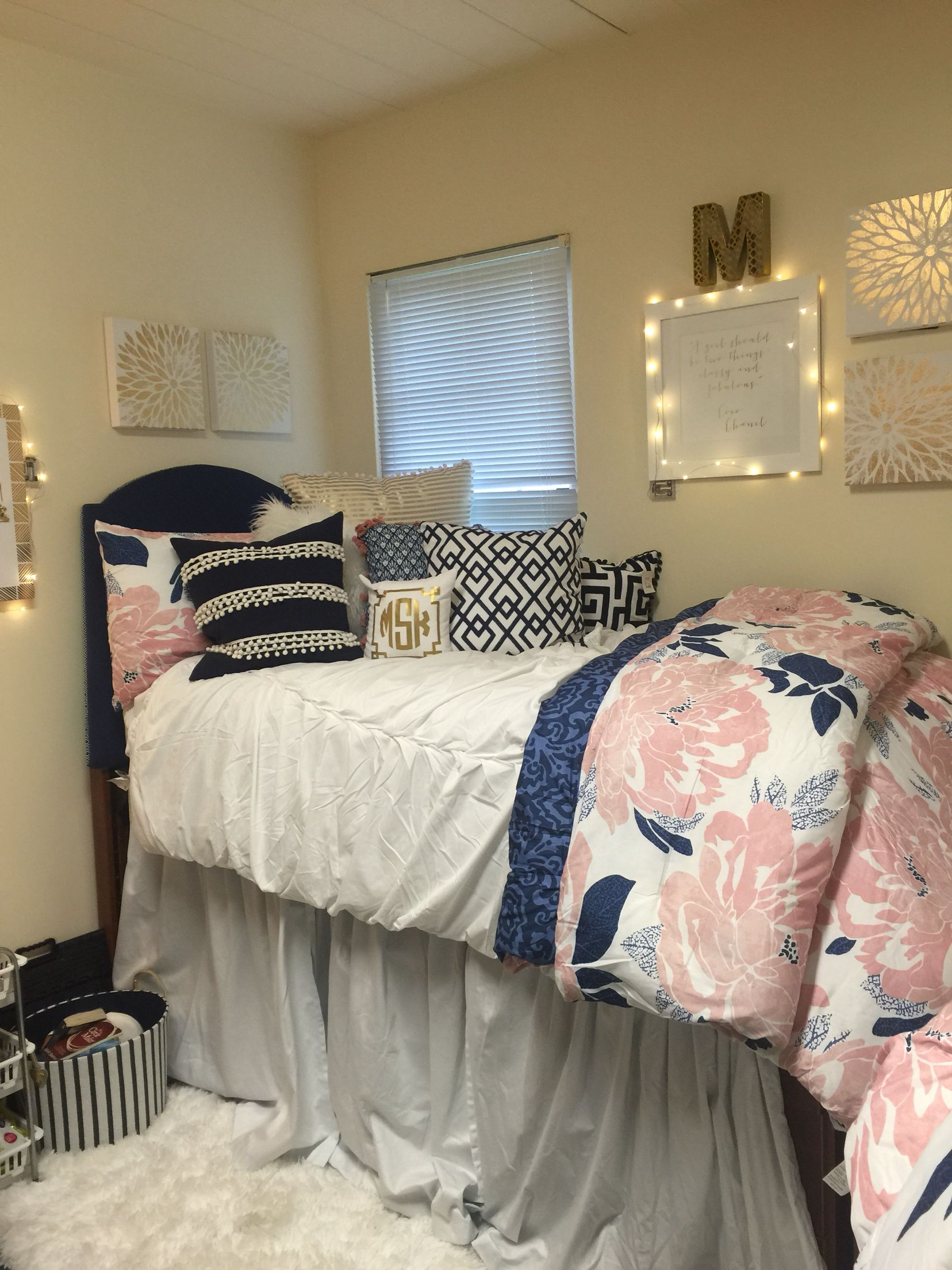 Navy Pink White With Gold Accents For A Clean Yet Cozy And Calm