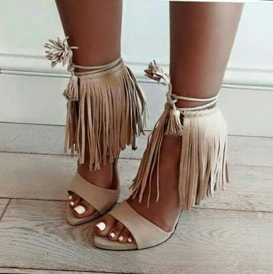 Pies des Nudes - Yo amo los zapatos