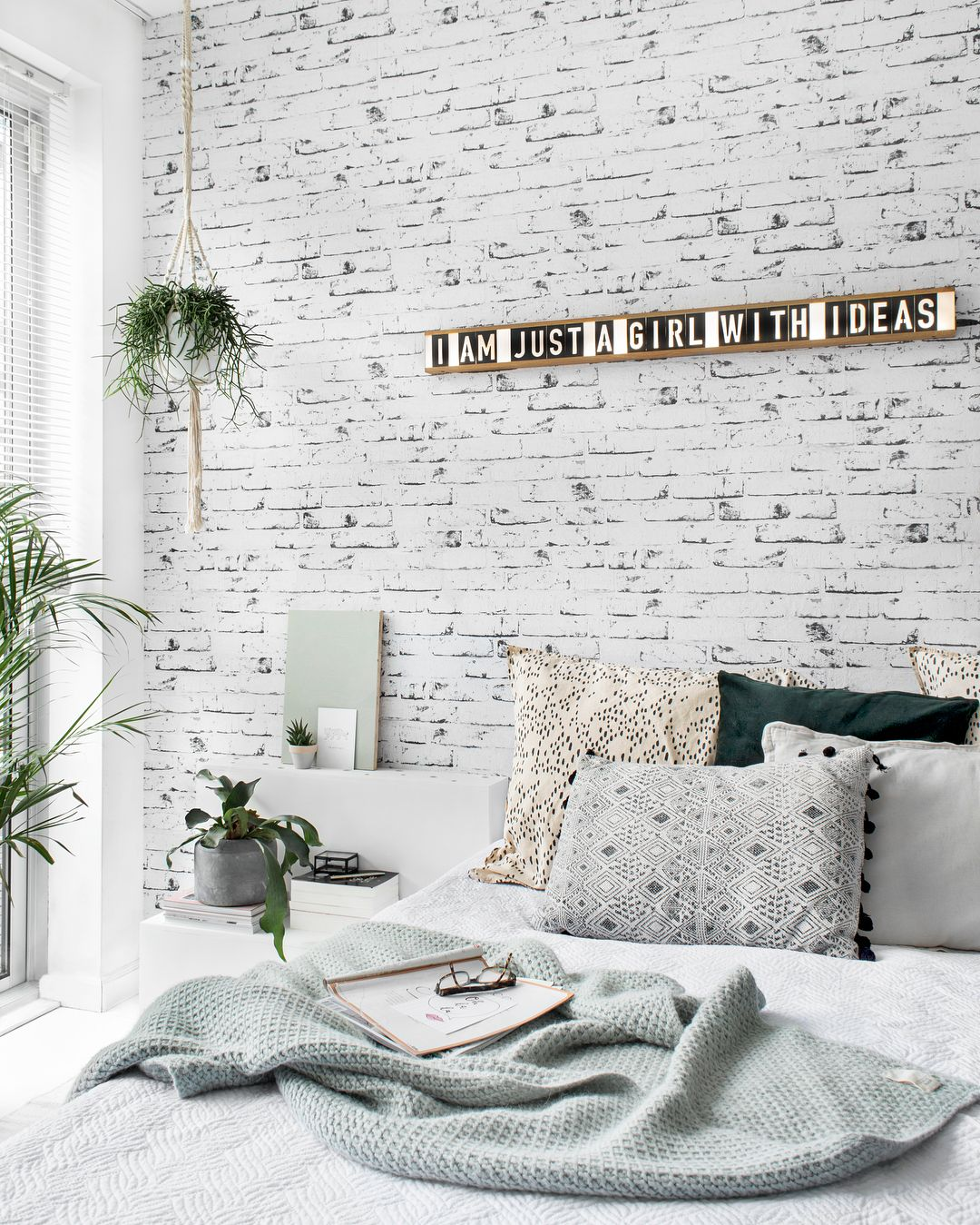 Bedroom Zo Fijn Een Lichte En Rustige Slaapkamer Fijne Avond Allemaal Sukha Lood Feature Wall Bedroom Brick Wall Bedroom Wallpaper Bedroom Feature Wall