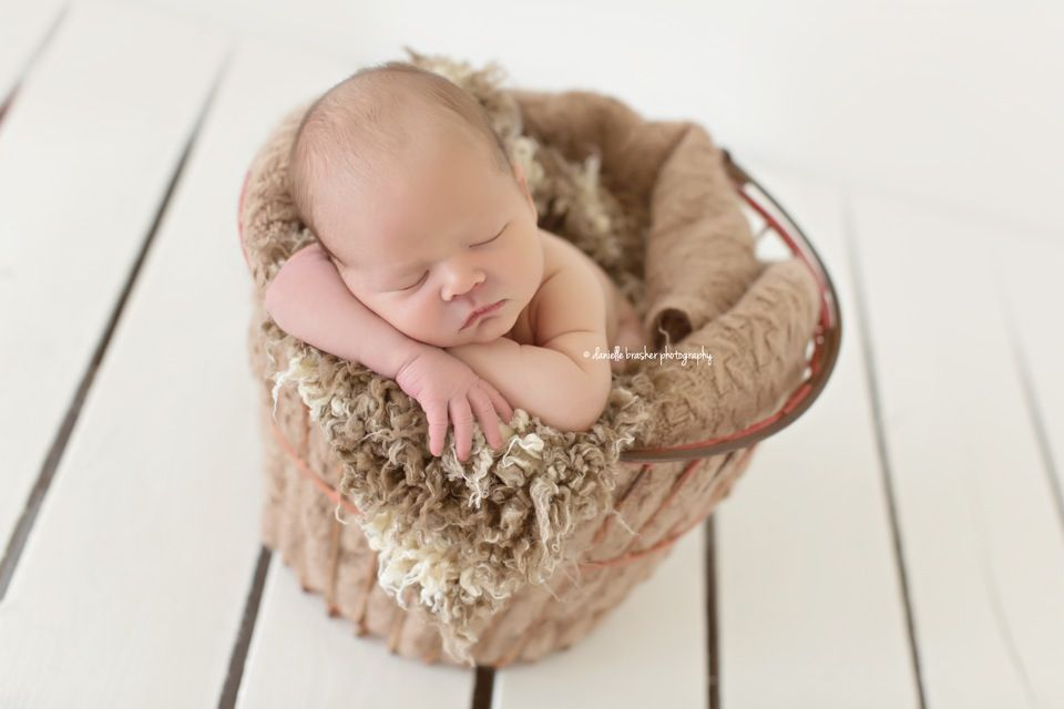 Perfect newborn setting. Love this photo. - DBP