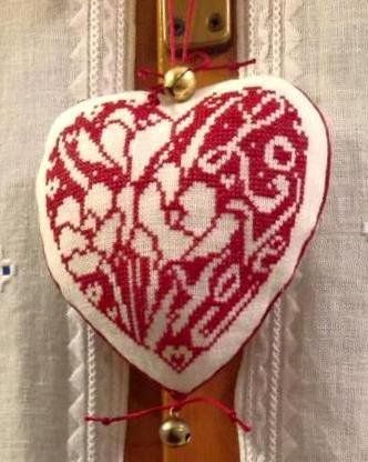 Ancora un cuore ..a punto croce  .. stile ''Assisi''
