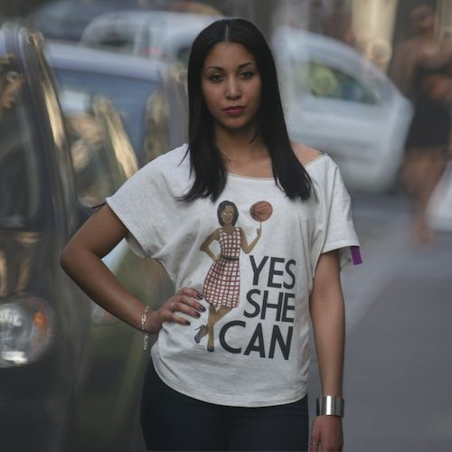 """Tee-shirt Michelle Obama """"YES SHE CAN"""" disponible sur www.ladyhoopshop.com"""