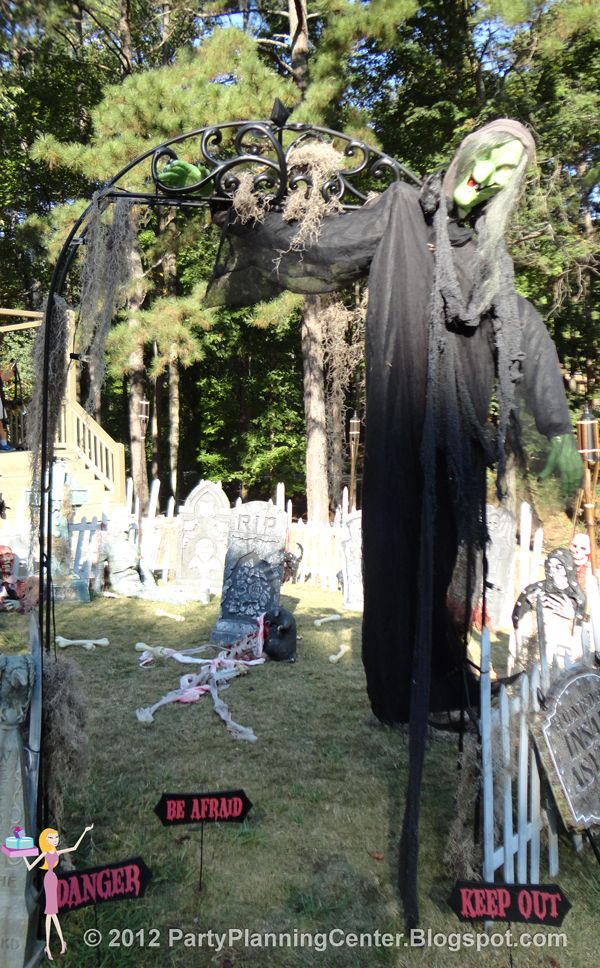 Party Planning Center 10 Creepy Outdoor Halloween Decorating Ideas - how to make halloween decorations for yard