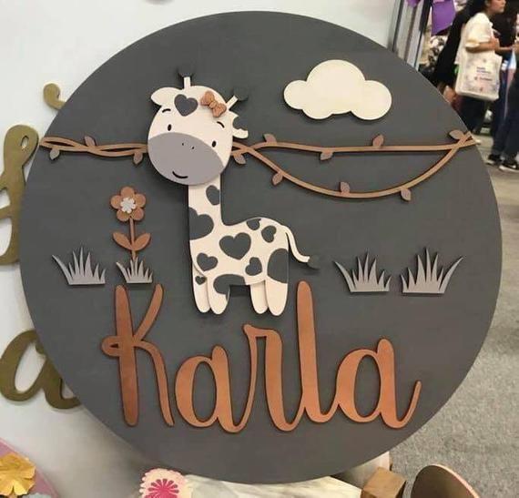 Belle girafe fait à la main en bois signe pour garçon ou fille | Décor en bois | Décoration murale | Décor à la maison | Cadeau danniversaire | Signe de nom | Décor de chambre denfants