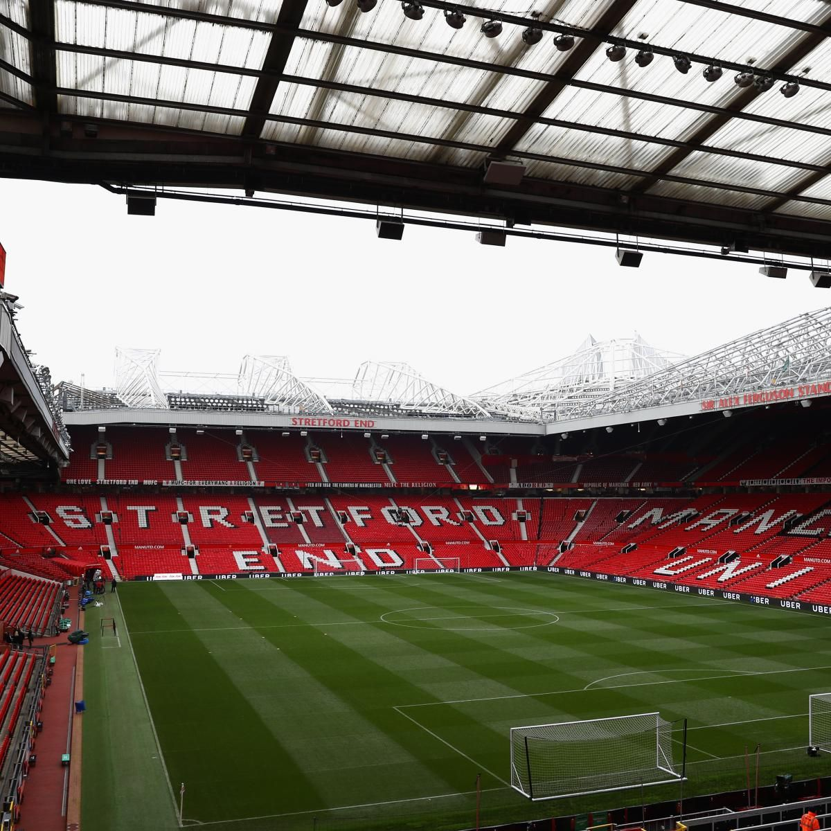 Manchester United May Shelve Old Trafford Revamp In Favour Of Transfer Spree Manchester United Old Trafford Manchester