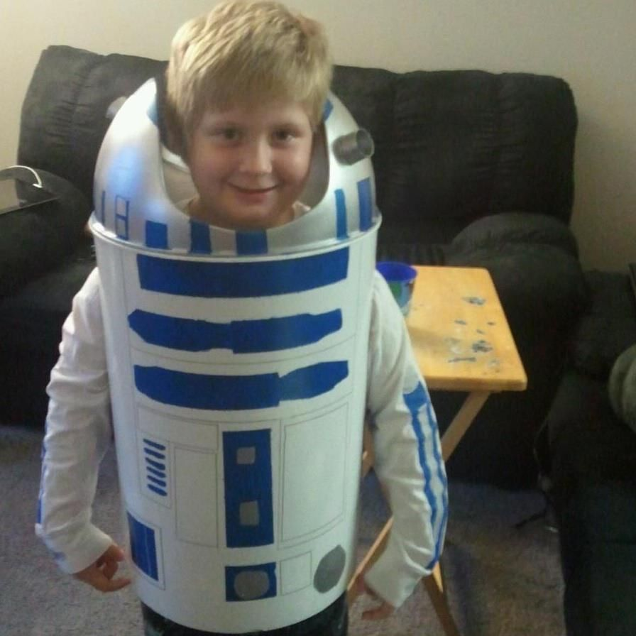R2d2 Costume Diy R2D2 costume from a tr...