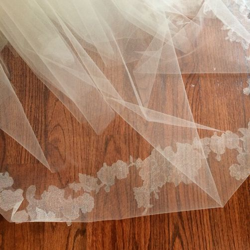 #Lace screened #veil by #ModernTrousseau | via Carly is Inspired