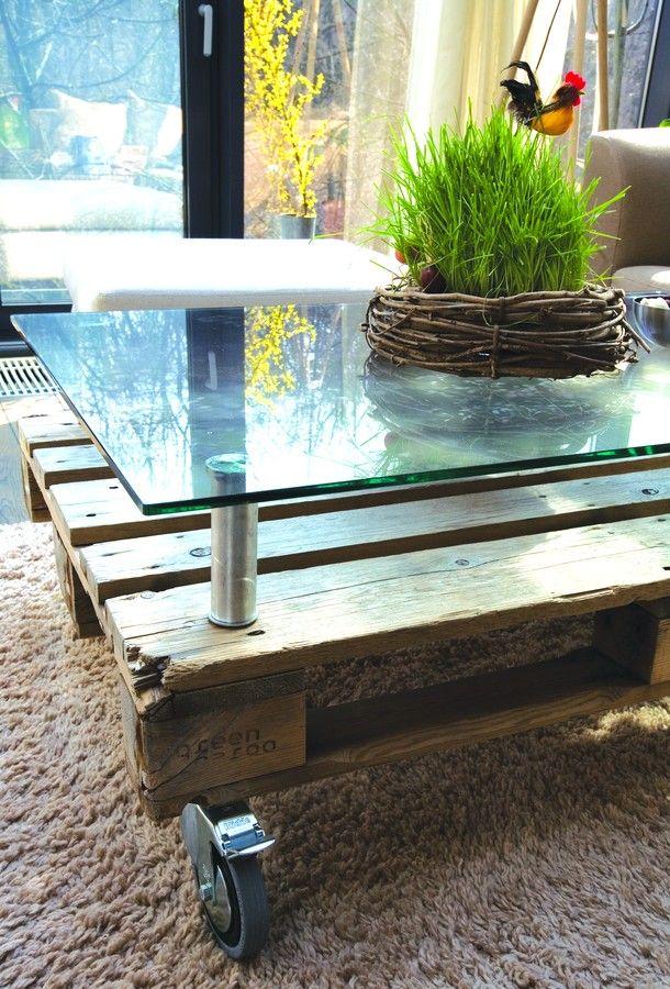 palette surmont e d 39 un panneau de verre table basse house stuff 39 pinterest m bel aus. Black Bedroom Furniture Sets. Home Design Ideas