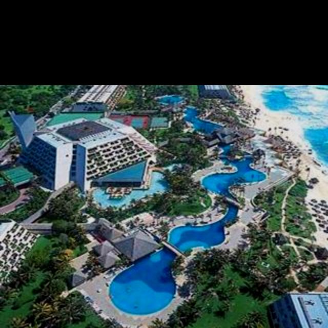 Oasis Hotel, Cancun Mexico swimming pool is totally amazing!!!!
