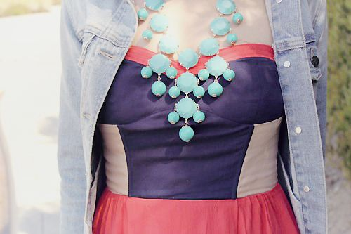 I have the red version of this necklace... but I need this oneee