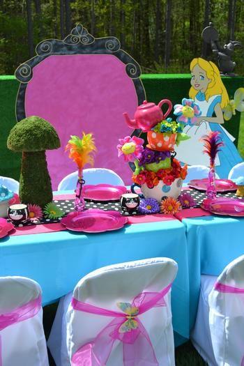 Alice in Wonderland table setting   Alice In Wonderland   Pinterest ...