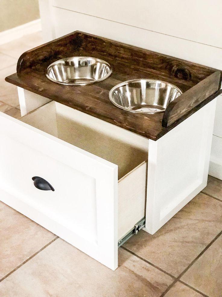 Dog feeding station with backsplash dog feeding station