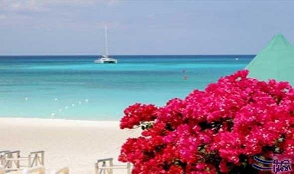 جزر كايمان الساحرة أشهر شواطئ البحر الكاريبي تتكون جزر كايمان الساحرة من أرخبيل ثلاثي الجزر تبعد تسعين ميلا Grand Cayman Island Cayman Islands Grand Cayman