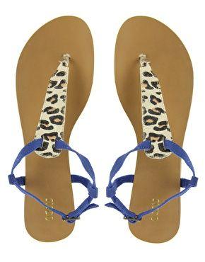 Vergrößern Oasis – Sandalen mit Zehensteg mit Leopardenmuster
