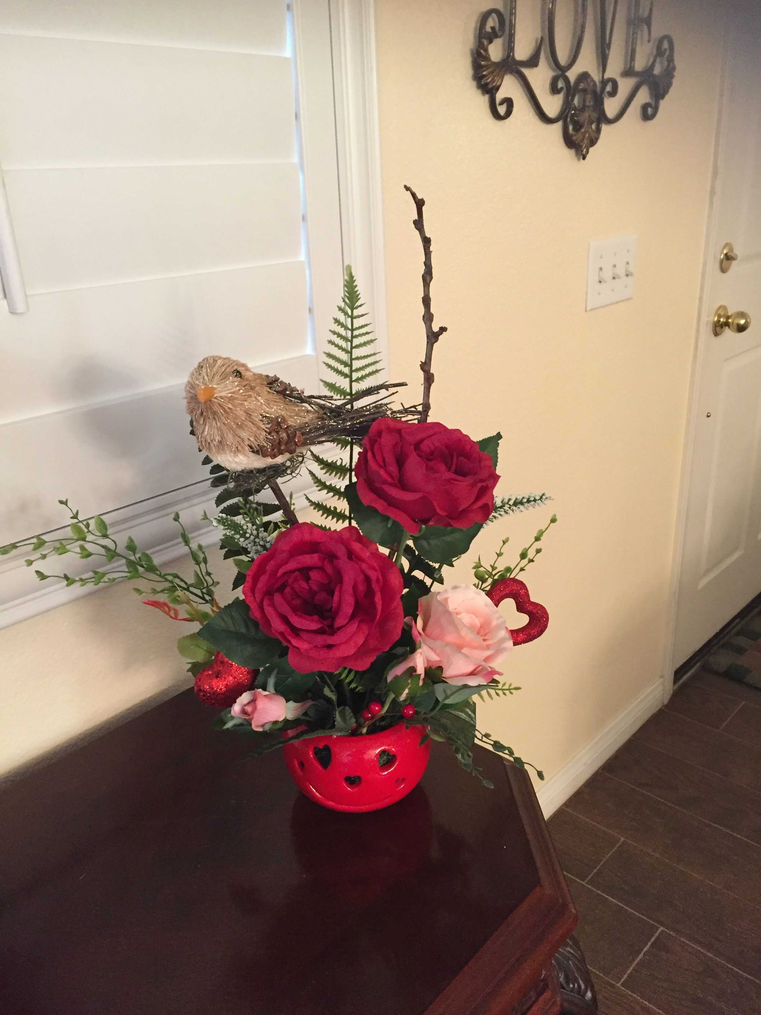 Smiley face arrangement with red and pink beautiful roses and a cute smiley face arrangement with red and pink beautiful roses and a cute bird 2000 izmirmasajfo