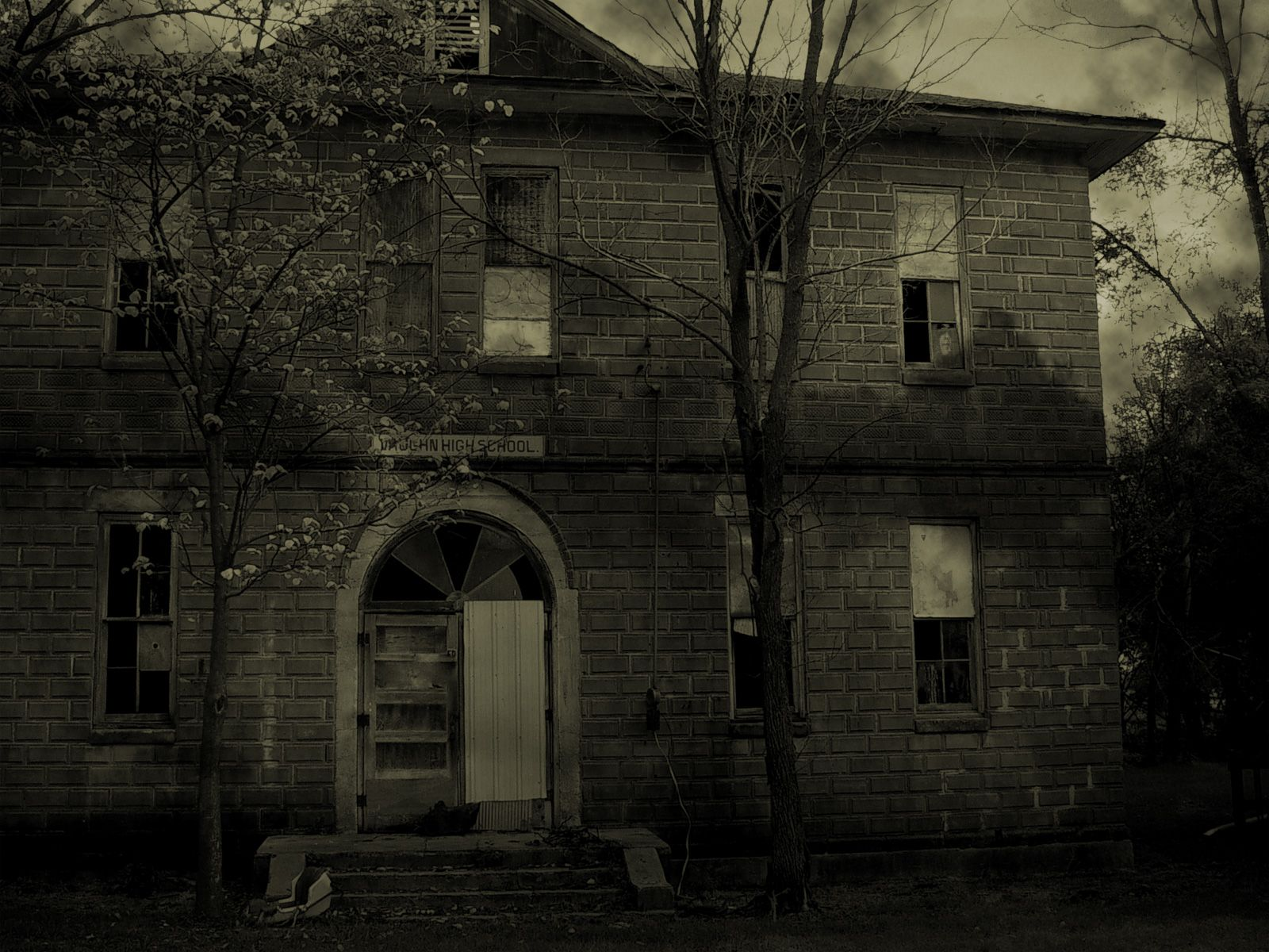 abandoned houses pictures